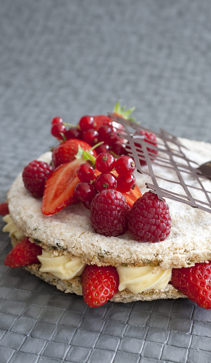 Dacquoise biscuit amande mousseline vanille fraises